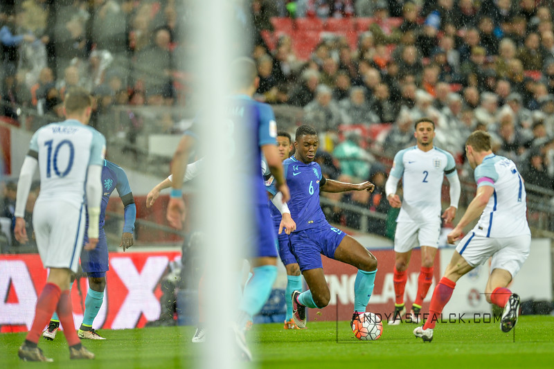 29-03-2016: Voetbal: Engeland v Nederland: Londen Jamie Vardy from England, Riechedly Bazoer from Netherlands, Kyle Walker and James Milnder from England  Fotograaf Andy Astfalck