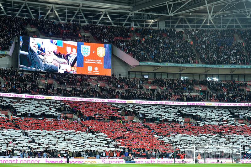 29-03-2016: Voetbal: Engeland v Nederland: Londen England Fans create a flag  Fotograaf Andy Astfalck