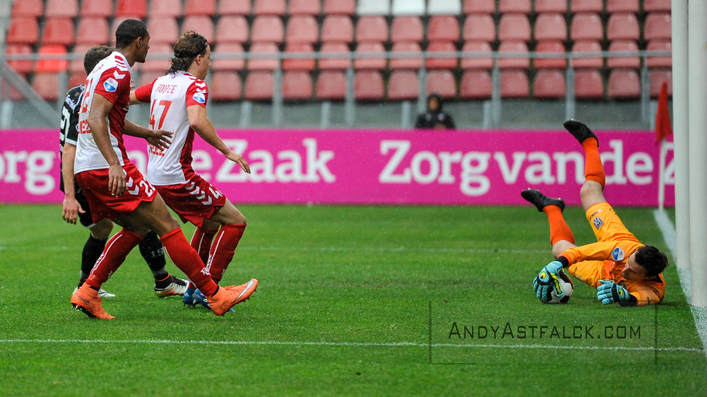 22-05-2016: Voetbal: FC Utrecht v Heracles Almelo: Utrecht  Bram Castro from Heracles saves a shot, in front of Sebastien Haller and Giovanni Troupee from Utrecht  Copyright Orange Pictures / Andy Astfalck  Eredivisie seizoen 2015/2016 Utrecht - Heracles Almelo