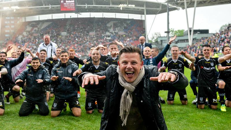 FC Utrecht v Heracles Almelo: Utrecht  John Stegeman trainer from Heracles Almelo celebrates  Copyright Orange Pictures / Andy Astfalck  Eredivisie seizoen 2015/2016 Utrecht - Heracles Almelo