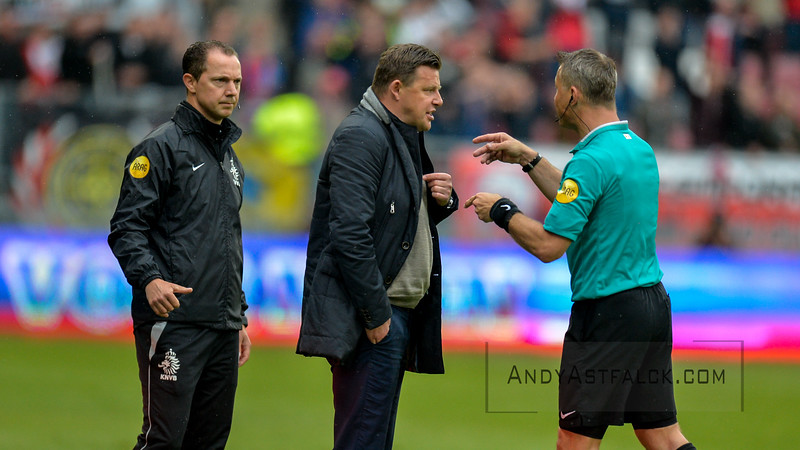 22-05-2016: Voetbal: FC Utrecht v Heracles Almelo: Utrecht  John Stegeman trainer from Heracles Almelo is sent off  Copyright Orange Pictures / Andy Astfalck  Eredivisie seizoen 2015/2016 Utrecht - Heracles Almelo