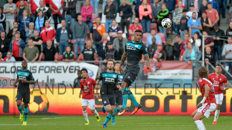 Jurgen Locadia from PSV heads the ball during the Dutch Eredivisie Football match between FC Utrecht and PSV Eindhoven at Stadion Galgenwaard in Utrecht on August 6, 2016.