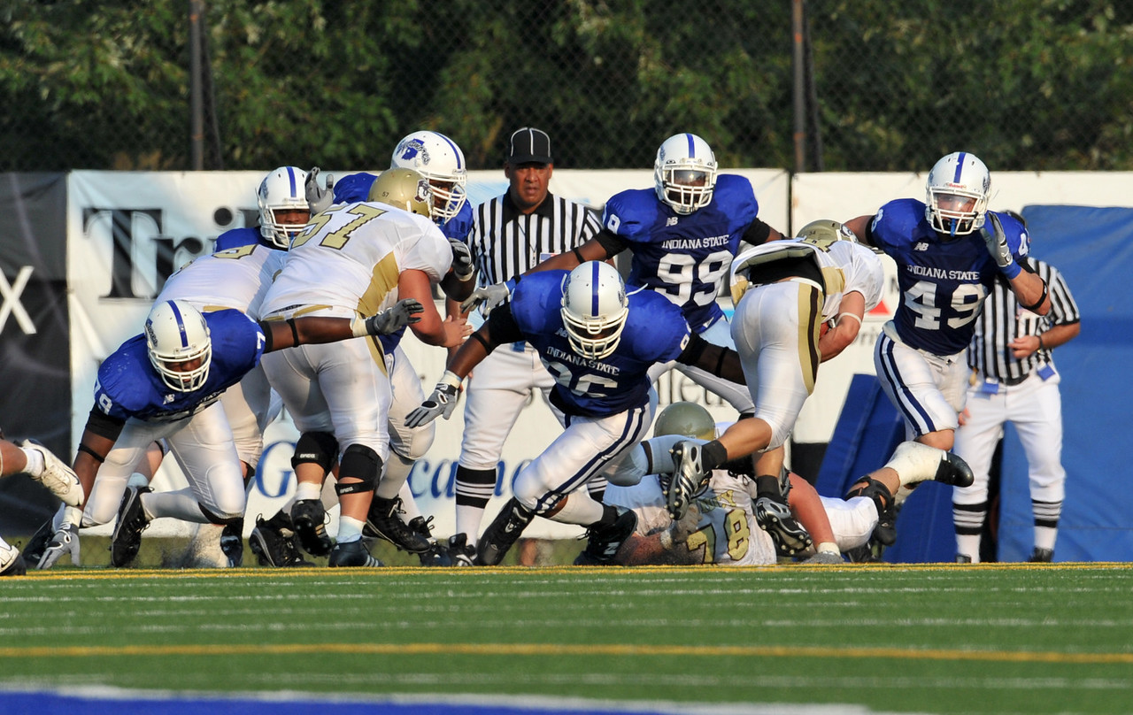 08_28_09_football_ISU_vs_quincy_d3_-587