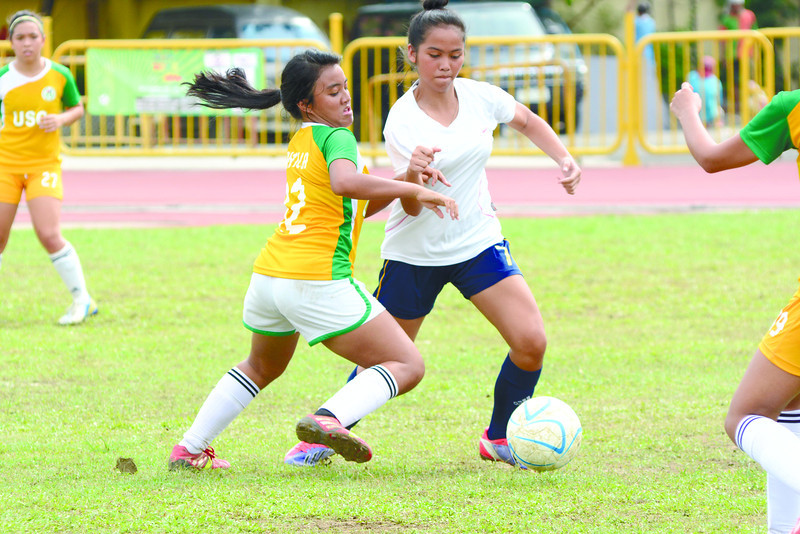 A defender from the USC ladies team tries to stop her foe in the Girls 19 division of the 2nd Sun.Star Football Cup.(Allan Defensor)