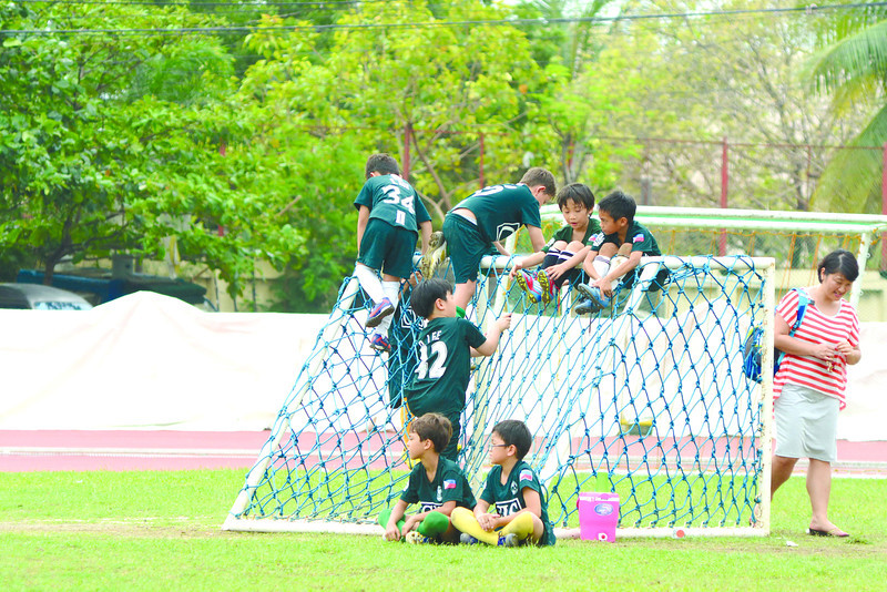 Members of the CIS team play with the net in between games during the 2nd Sun.Star Football Cup. (Allan Defensor)