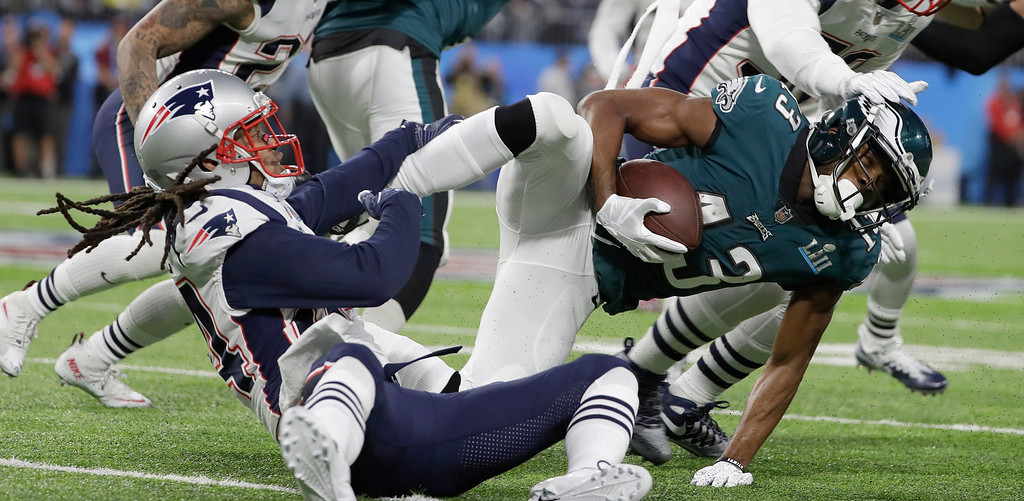 . Philadelphia Eagles\' Nelson Agholor, right, is stopped after catching a pass during the first half of the NFL Super Bowl 52 football game against the New England Patriots Sunday, Feb. 4, 2018, in Minneapolis. (AP Photo/Matt Slocum)