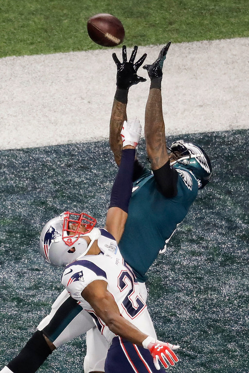 . Philadelphia Eagles wide receiver Alshon Jeffery catches a touchdown pass over New England Patriots cornerback Eric Rowe during the first half of the NFL Super Bowl 52 football game Sunday, Feb. 4, 2018, in Minneapolis. (AP Photo/Eric Gay)