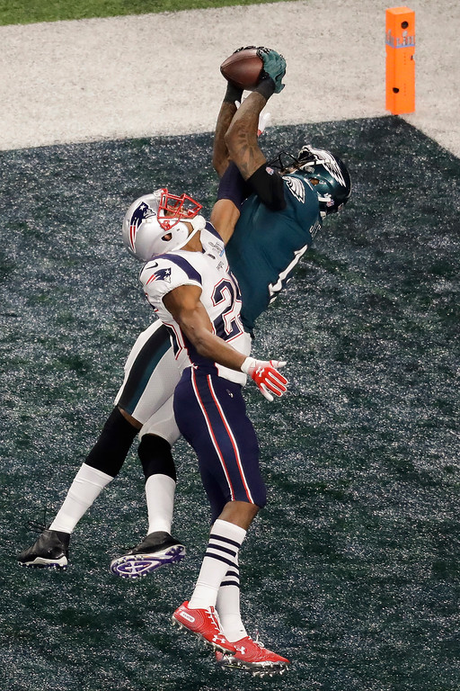 . Philadelphia Eagles wide receiver Alshon Jeffery catches a touchdown pass in front of New England Patriots cornerback Eric Rowe during the first half of the NFL Super Bowl 52 football game Sunday, Feb. 4, 2018, in Minneapolis. (AP Photo/Eric Gay)