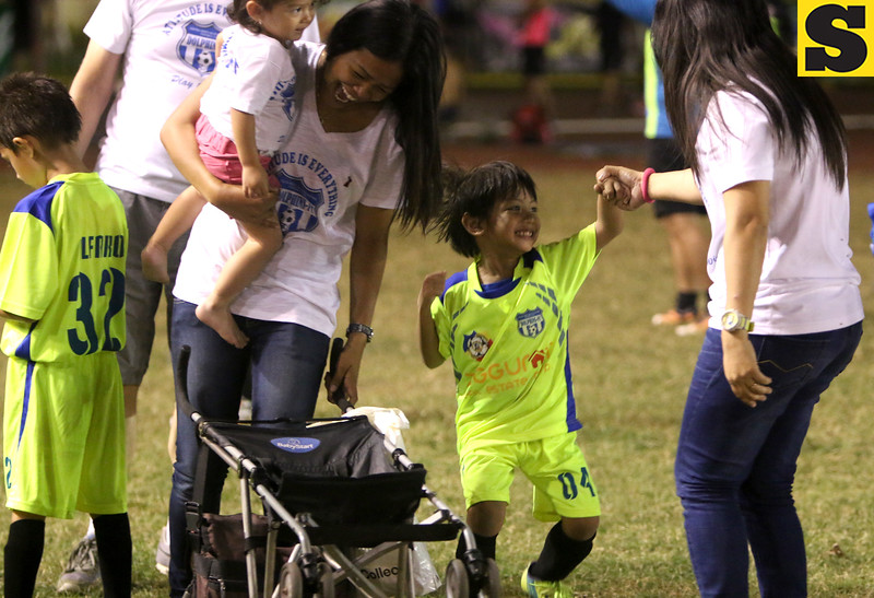 USC Dolfin celebrates after winning the championship match against Giuseppe FC under 7 during the thristy cup.<br /> foto: Alex badayos