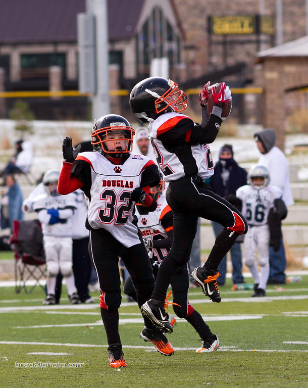 IMAGE: http://www.brad21photo.com/Sports/Football/Tigers-Football-Mitey-Mite/i-B6FnTJZ/0/XL/mmwsnowbowl2012-26-XL.jpg