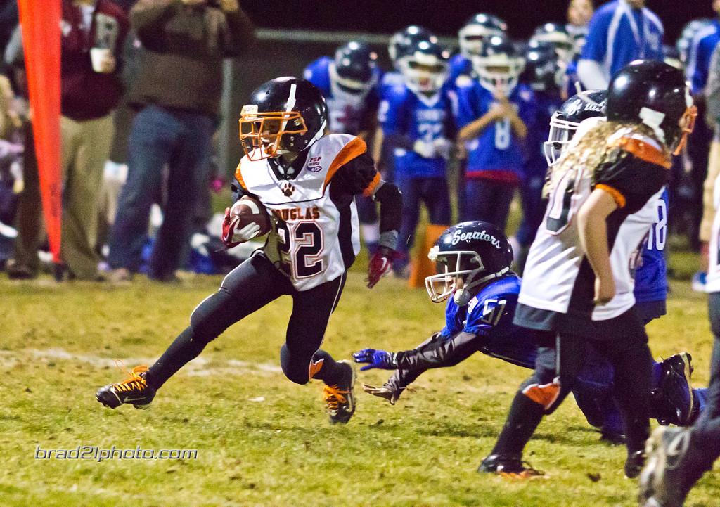 IMAGE: http://www.brad21photo.com/Sports/Football/Tigers-Football-Mitey-Mite/i-D2qBxXv/0/XL/_MG_4447-XL.jpg