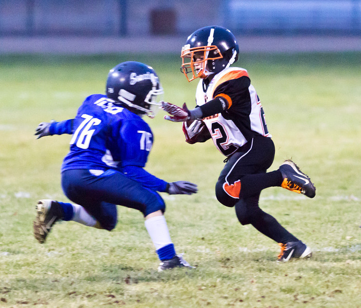 IMAGE: http://www.brad21photo.com/Sports/Football/Tigers-Football-Mitey-Mite/i-RDSLmGn/1/L/_MG_4390-L.jpg