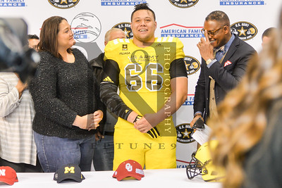 East def. West 27-17 in the 2017 Army All-American Bowl in SATX on 7Jan17. Record attendance of 40,568. Gallery: http://smu.gs/2iV9iic