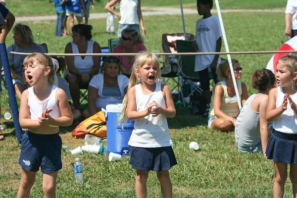 valley_football_cheerleaders_grid_2007-1296