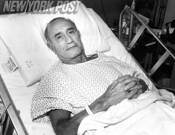 Hall of Famer, Bennie Friedman, recovers in NYU Hospital. 1979