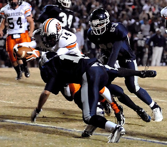 11-09-07  --north cobb at marietta 06-- Junior Michael Emerson (14) stretches to score a touchdown against Marietta High School Friday night only to have the play called back.  PHOTO BY LAURA MOON.