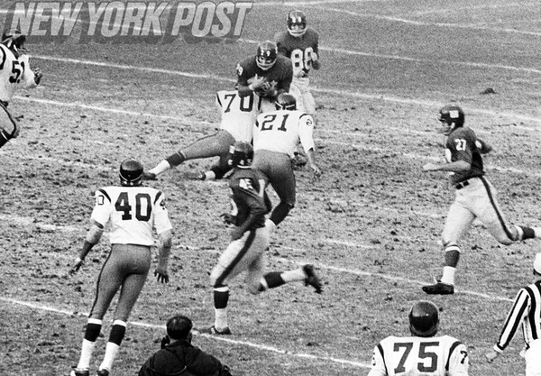 Big stop by Sam Huff of the Washington Redskins against Chuck Mercian of the NY Giants.