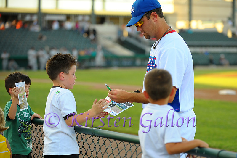 Shortstop Shelby Ford with a young Cats fan.