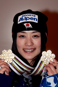 Référence : in09-dmow-01-0675 Theme  : FREESTYLE Style : MEDALS People : WOMEN Discipline : DUAL MOGULS Racer's name : UEMURA Aiko Nationality : JPN Place : INAWASHIRO (JPN) 2009 Event : FIS WORLD CHAMPIONSHIPS Copyright : AGENCE ZOOM
