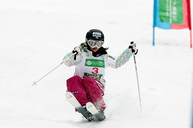 Référence : in09-dmow-01-0373 Theme  : FREESTYLE Style : ACTION People : WOMEN Discipline : DUAL MOGULS Racer's name : UEMURA Aiko Nationality : JPN Place : INAWASHIRO (JPN) 2009 Event : FIS WORLD CHAMPIONSHIPS Copyright : AGENCE ZOOM