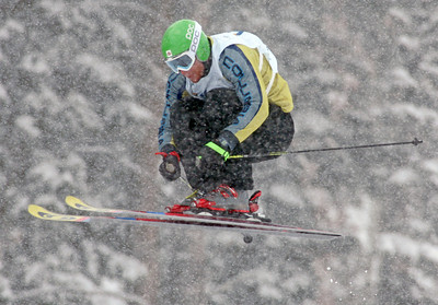 Brian Bennett of Canada. skis in heavy snow and qualified 18th in ski cross for Saturday's final at Deer Valley Resort in Park City, Utah, Friday, Feb. 1, 2008. Photo by Mike Ridewood/FIS
