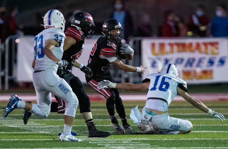 Fremont vs Weber during the prep football game. In Pleasant View, On September 25, 2020.  Cannon Devries (32), Drake Parker (16)
