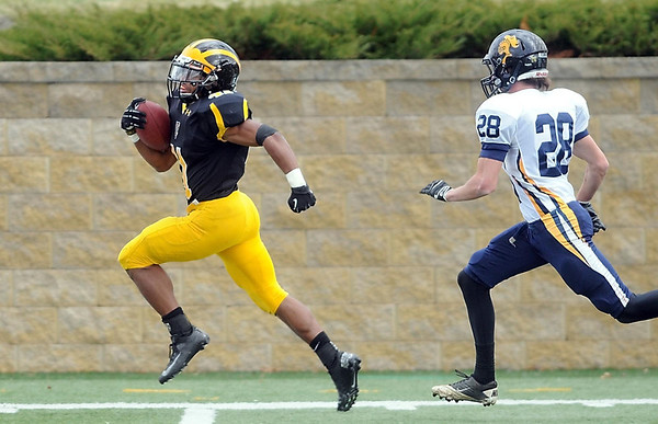 Pat Christman<br /> Gustavus Adolphus College running back Jeff Dubose runs for one of his three first half touchdowns against Carleton Saturday at Hollingsworth Field. The touchdown was his 18th of the year, a school record.