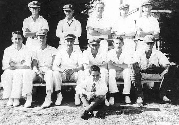 Unknown XI Team <br /> circa 1930<br /> Back: Barry Dumsday,  Frank Green,  Bob Jones,  Clem Robinson,  Arthur Nancarrow<br /> Front: unknown,  Louis Clayfield,  J Fisher,  Elwood Davey,  unknown,  Glenan Thomas<br /> Sitting: 'Master' Green