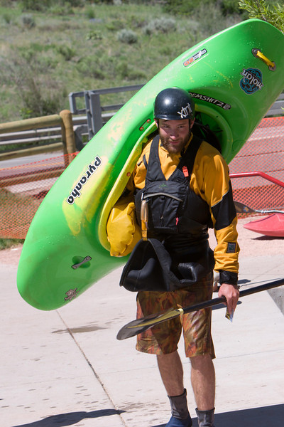 Craig Klunker pro kayaker from Pennesylvania  rated the standing wave at the Glenwood Whitewaterpark as very good.