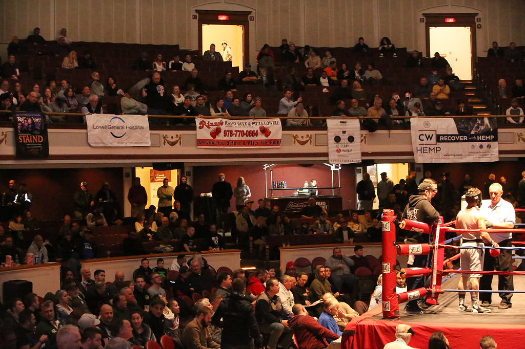 . Central/ Lowell Golden Gloves boxing. Preliminary bouts, Novice. (SUN/Julia Malakie)