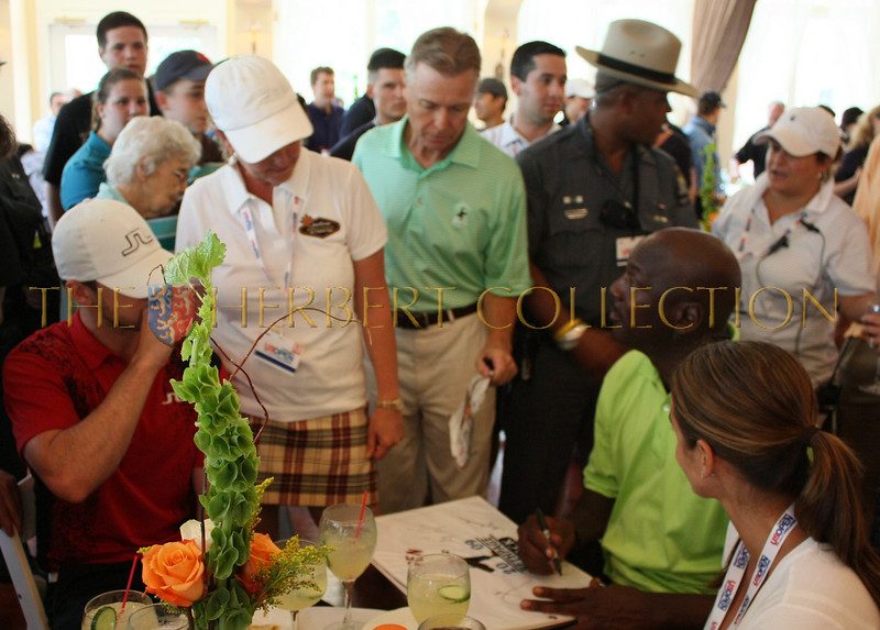 Michael Jordan autographs flag for Justin Timberlake and parents golf course Mirimichi in Memphis