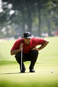 09-08-2009:  Tiger Woods lines up a put on the eighth green in the final round of the WGC Bridgestone Invitational in Akron, OH.
