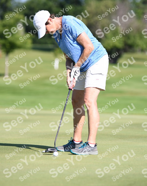-Messenger photo by Britt Kudla<br /> Roxanne Kuhlmann of Fort Dodge putts during The Messenger City Tournament on Sunday at Lakeside Golf Course