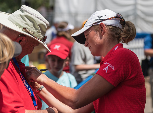 Stacy Lewis signs an autograph after the 2016 Walmart NW Arkansas Championship presented by P&G at Pinnacle Country Club in Rogers Arkansas on Sunday, June 26, 2016.  (Alan Jamison, Nate Allen Sports Service)