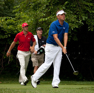 Dustin Johnson (USA) (red) Jeff Overton (USA)