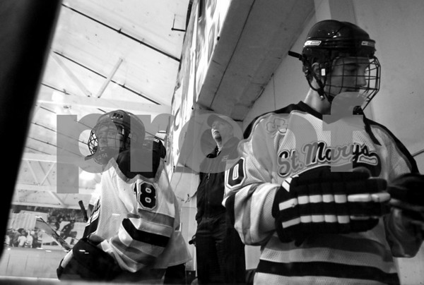 2007-10-08 StMary'sHOCKEY 270_#18_CoachLazar_#40bw