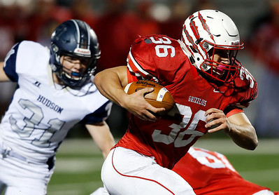 Wadsworth's Alex Jones runs past Hudson's Brady Ludewig for a touchdown during the first quarter. (RON SCHWANE / GAZETTE)