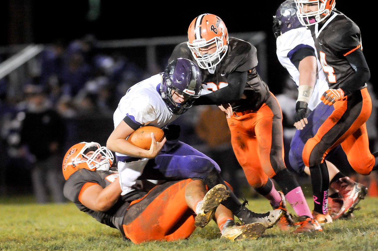 Buckeye's Dominick Kriz (left) and Isaiah Williams (right) tackle Keystone quarterback Bobby Weber in the second quarter. JUDD SMERGLIA / GAZETTE