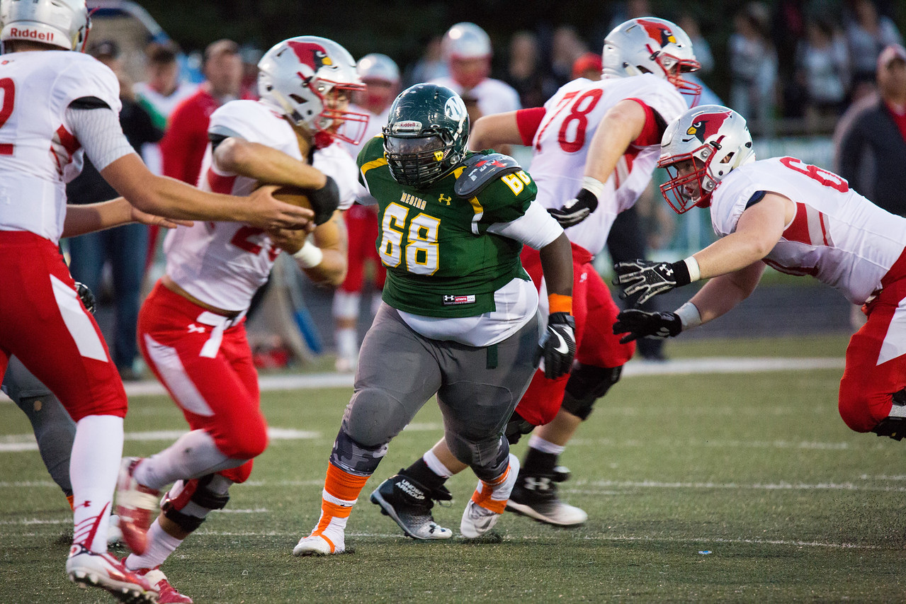 Medina Bees #68 Lee Coleman with his eyes set on the prize. FLETCHER BURCH / GAZETTE