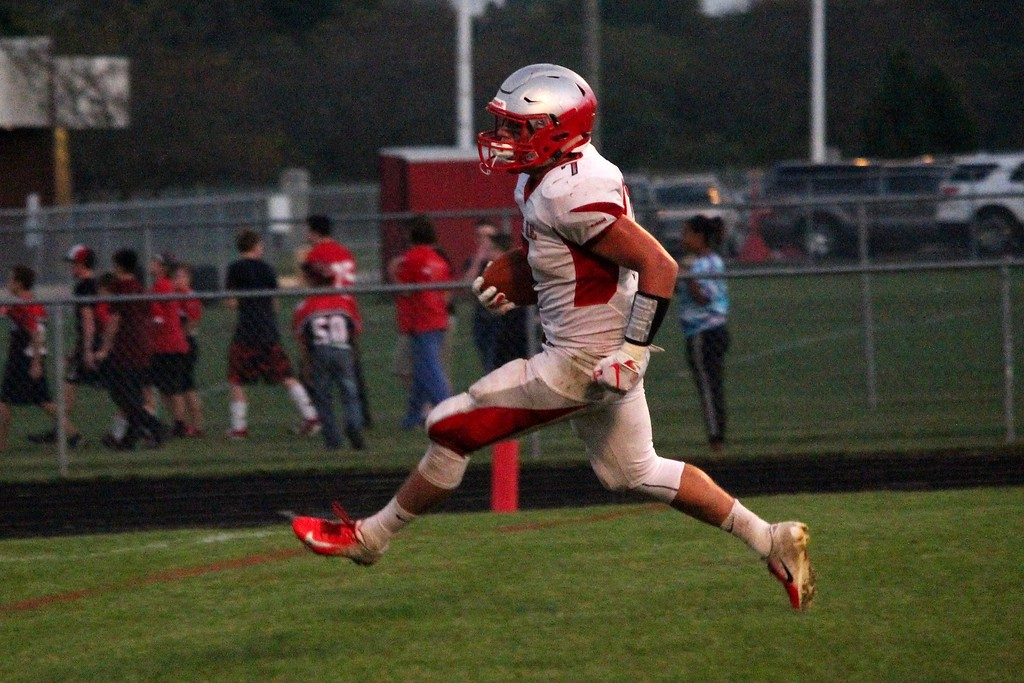 . Grosse Ile traveled to New Boston Huron on Friday night and defeated the Chiefs by a score of 35-7. The Red Devils improved to 4-0 overall and 3-0 in the Huron League. Ricky Lindsay - For Digital First Media