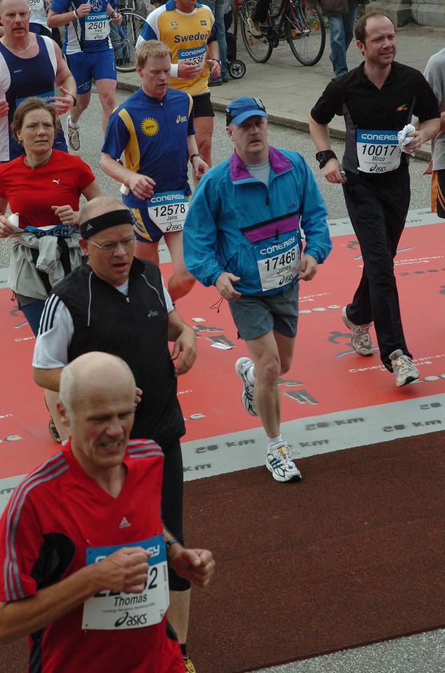 Looking tired at the 20km mark, Hamburg Marathon in Hamburg, Germany - April 2006