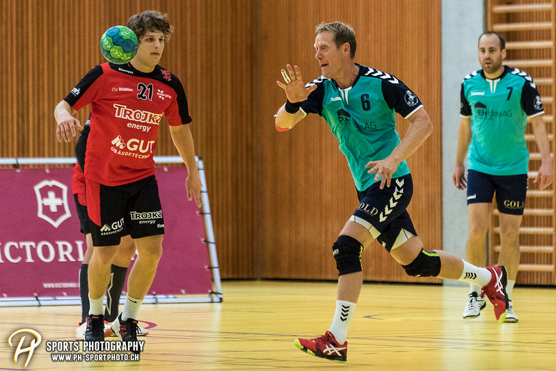 2. Liga: HSG Baar/Zug Superbulls - STV Willisau - 24:25 - Bild-ID: 201709170403