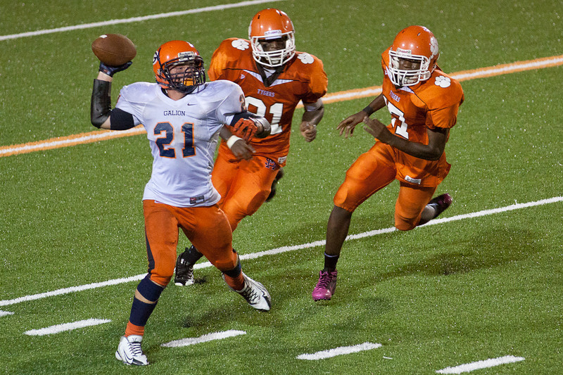 MG_Varsity_Football_-_08-26-2011_-_Photo_081