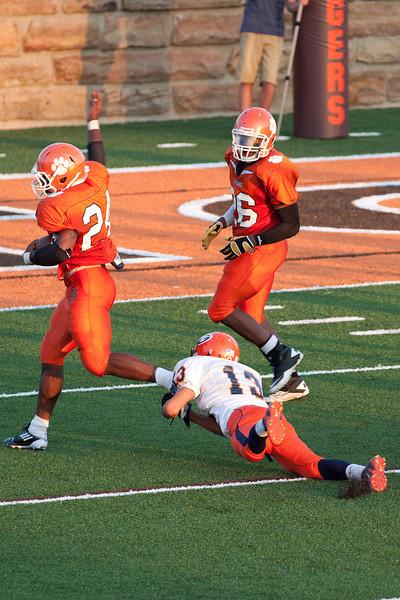 MG_Varsity_Football_-_08-26-2011_-_Photo_021