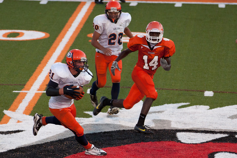 MG_Varsity_Football_-_08-26-2011_-_Photo_048