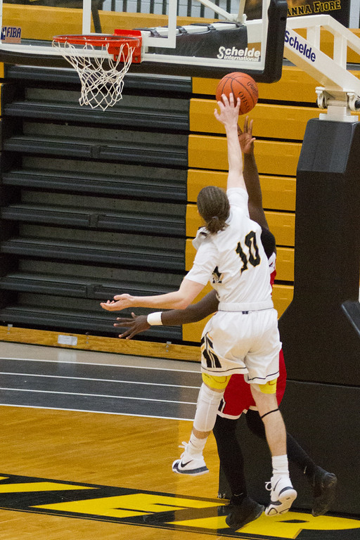. Barry Booher- The News-Herald Riverside\'s Jameson Campbell blocks a layup attempt by Perry\'s Jaylen Anderson on Jan. 13.
