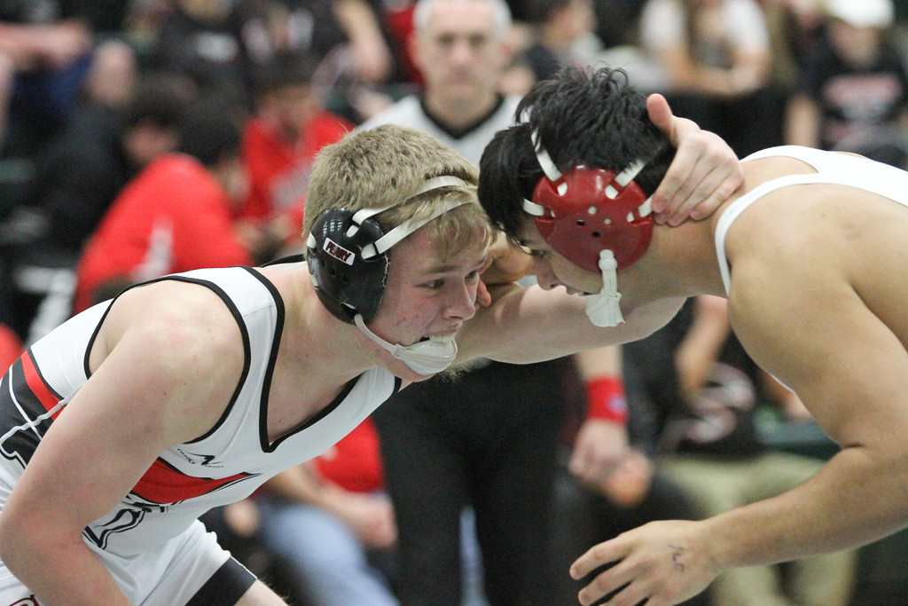 . Barry Booher - The News-Herald Billy Hedrich ( Perry ) (LEFT) v Juan Rodriguez ( Geneva ) 160 LBS