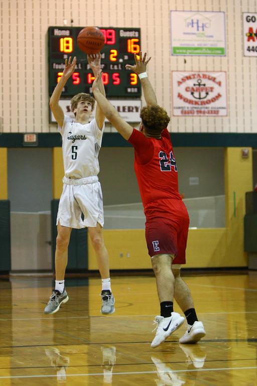 . David Turben - The News-Herald 2018 - Basketball - Ashtabula District - Edgewood vs Lake Catholic.  Lake Catholic defeated Edgewood 55-46.  Lake Catholic\'s Luke Frazier (5) puts up a three-point shot over Edgewood\'s Kobe Williams (24).