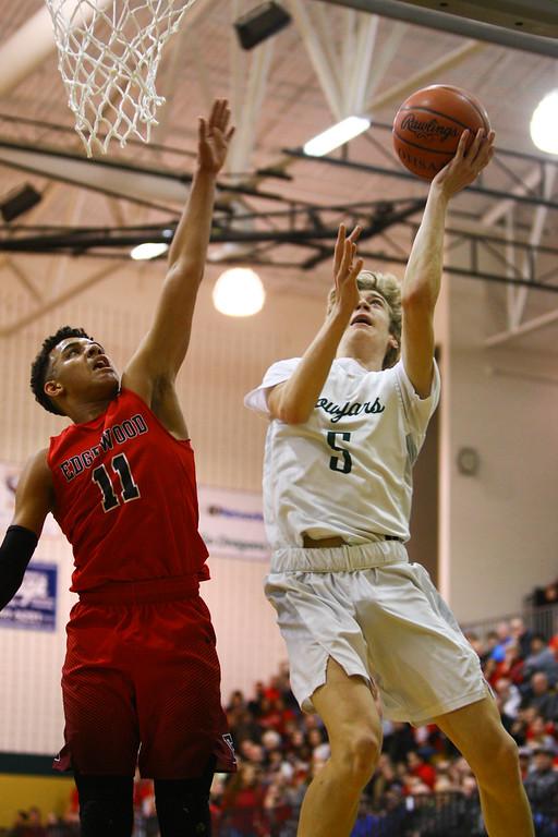 . David Turben - The News-Herald 2018 - Basketball - Ashtabula District - Edgewood vs Lake Catholic.  Lake Catholic defeated Edgewood 55-46.  Lake Catholic\'s Luke Frazier (5) puts up a layup over Edgewood\'s Sam Jerman (11).