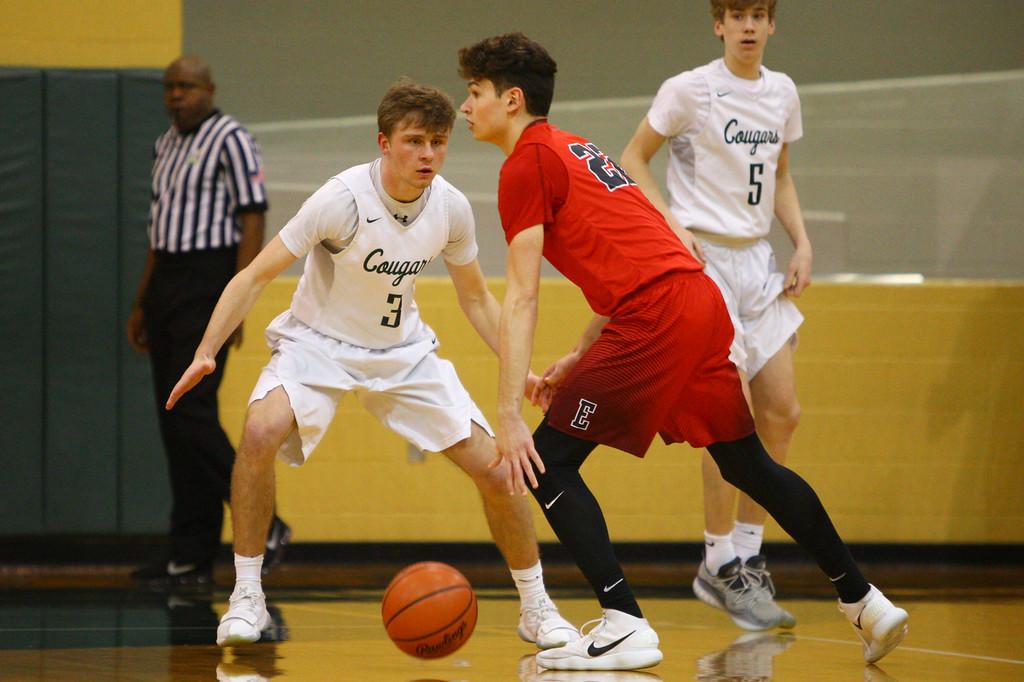 . David Turben - The News-Herald 2018 - Basketball - Ashtabula District - Edgewood vs Lake Catholic.  Lake Catholic defeated Edgewood 55-46.  Lake Catholic\'s Sean Fitzgerald (3) sets up on defense.